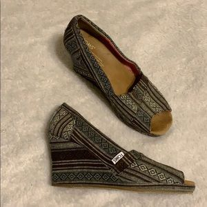 Toms wedge shoes size 8